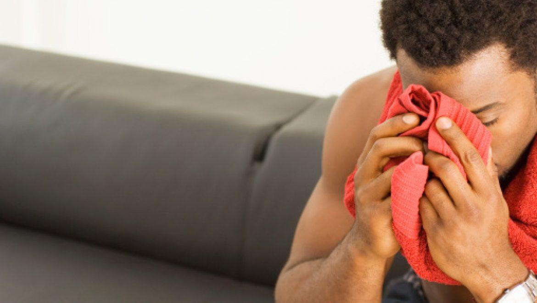 מקרה קצר; כאבים בחזה ועלייה בחום הגוף בנער בן 11 (CME)